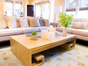 Living room elegantly finished with candles as an accessory