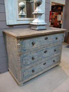 Antique painted chest, great for hallways entries, and bedrooms.