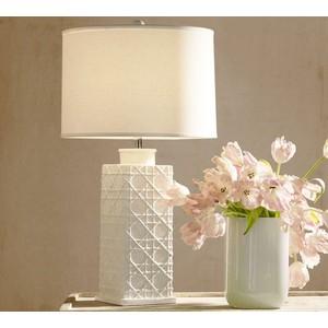 Lattice design on a white ceramic lamp, simple and elegant.