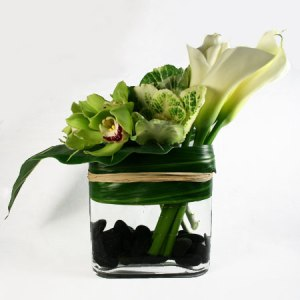 You can't have a finished décor without some greenery. I love calla lilies for their elegance and versatility.